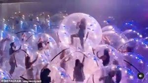 Tổ chức sự kiện mới lạ của đêm nhạc bằng nhà bong bóng