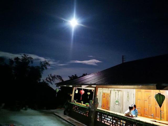 Bỏ việc lương cao ở Hà Nội, đôi vợ chồng trẻ lên núi làm homestay đẹp như mơ